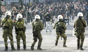 greece-police-and-protesters-cla-003
